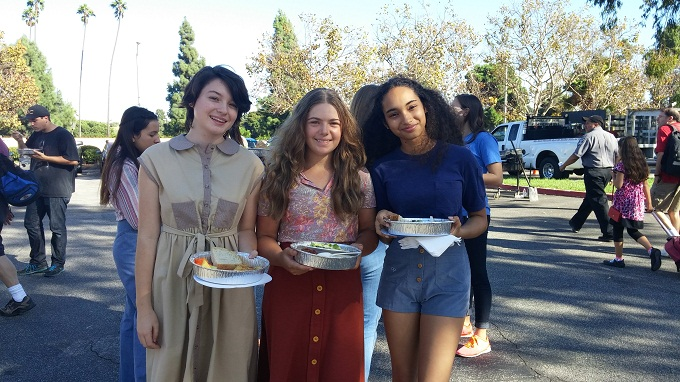 On the set of '20th Century Women' with ELLE FANNING/ANNETTE BENING!!